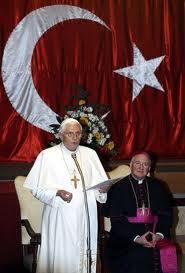 SÍMBOLOS LUCIFERIANOS EN LA RELIGIÓN - Página 4 Images18