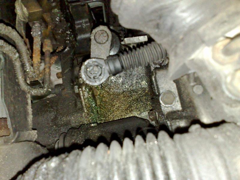 vibrations sur S2, fuites d'huile et accessoirement explosion de boite....! Fuite_12