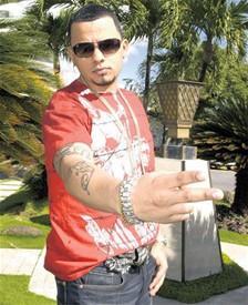 Reguetonero Jadiel se promociona en el país Files_23