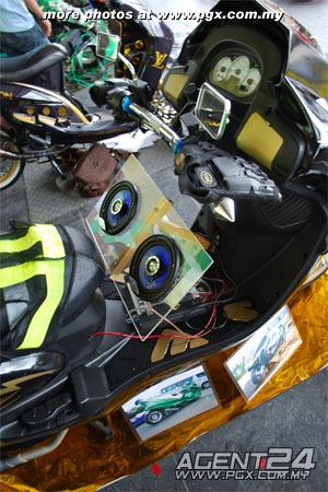 scooter-attack customs sarawak Elegan16