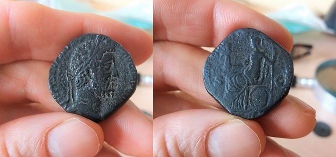 Sestercio de Cómodo con leyendas de Septimio Severo. DIVI M PII F P M TR P III COS II P P  9_3_co10