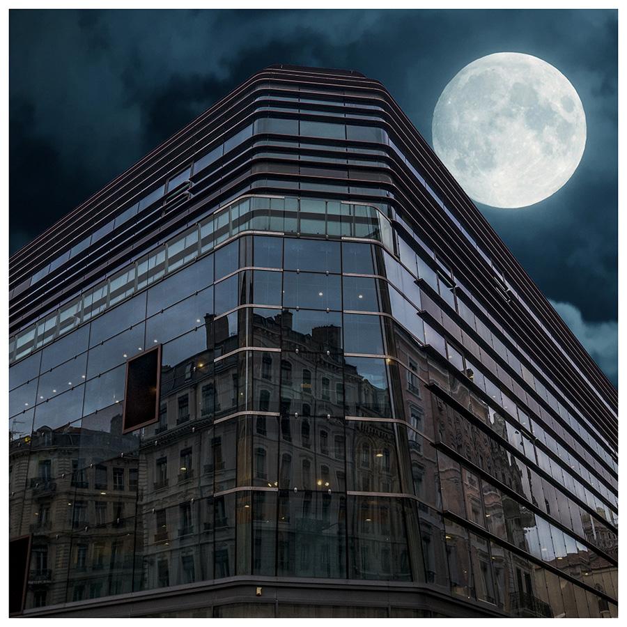[Architecture et Graphisme] Au clair de la Lune ... P1020113