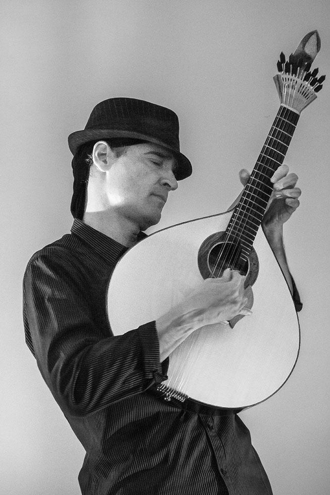 Guitariste de fado .. P1060416