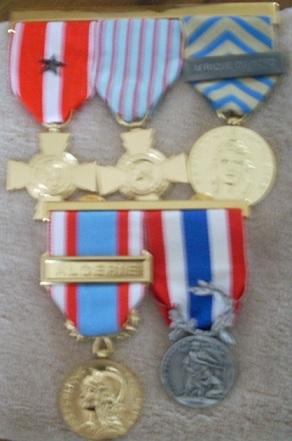 (N°04)Décorations militaires et civiles officielles  de CARLES . Dacora11