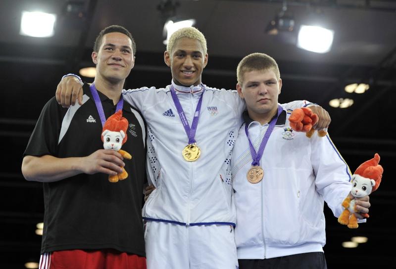 Jeux Olympiques de la Jeunesse - Singapour 2010 - Médaille d'or en Boxe (15eme médaille) 08259110