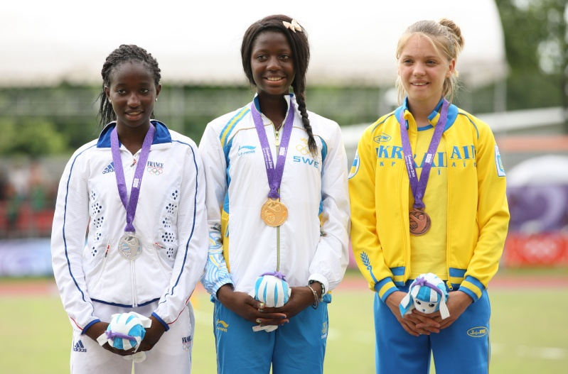 Jeux Olympiques de la Jeunesse - Singapour 2010 - 2 médailles d'or et d'argent en Athlétisme (10&11emes) 11d4u010