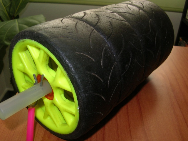 Transporta-ruedas económico R1mz810