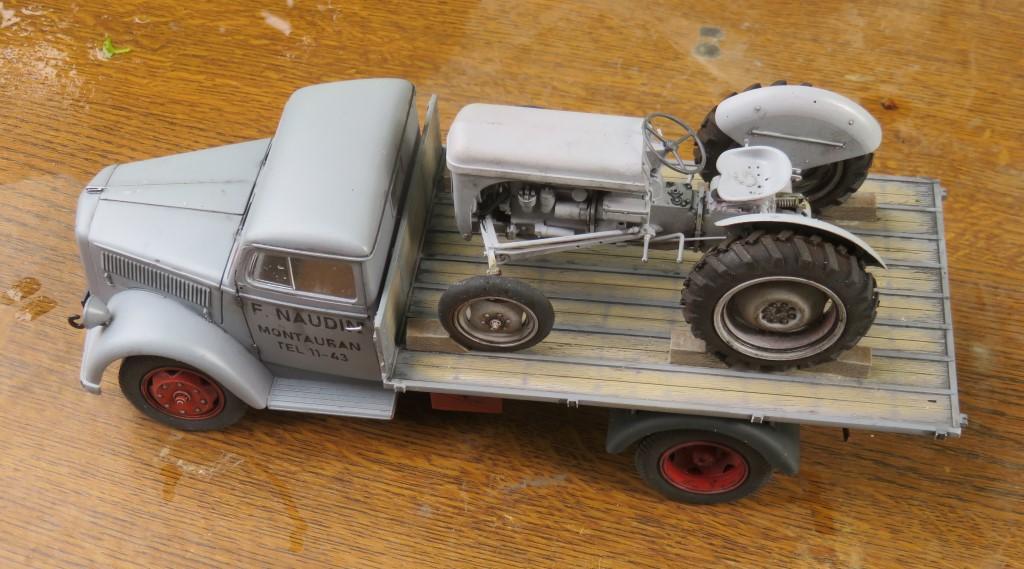 OPEL BLITZ et tracteur FERGUSON  [ITALERI et HELLER 1/24] Img_6310