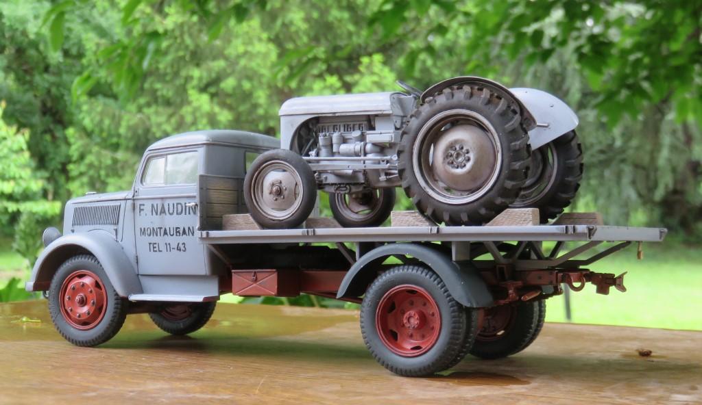 OPEL BLITZ et tracteur FERGUSON  [ITALERI et HELLER 1/24] Img_6311
