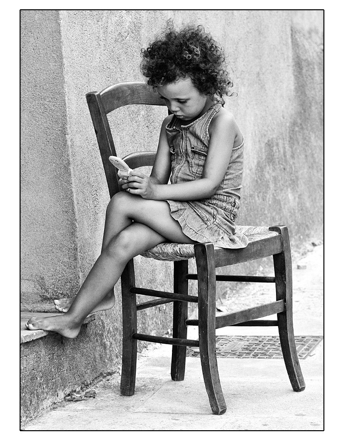 Petite fille à la chaise Petite10
