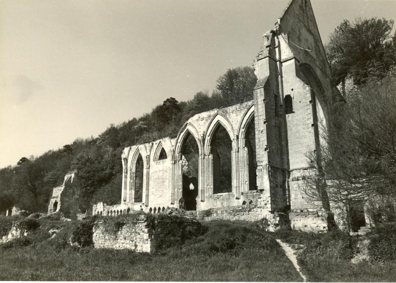 Ruines d'édifices religieux - Page 4 Beaumo10