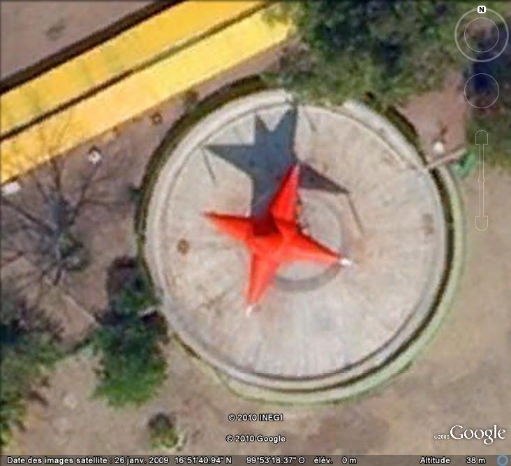 Les objets familiers vus sur Google Earth : écrous - tapis - planche... & caetera - Page 6 Piniat11