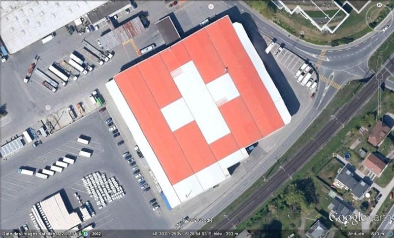 [SUISSE] - Drapeau suisse sur le toit d'une entreprise à Tolochenaz  Suisse10