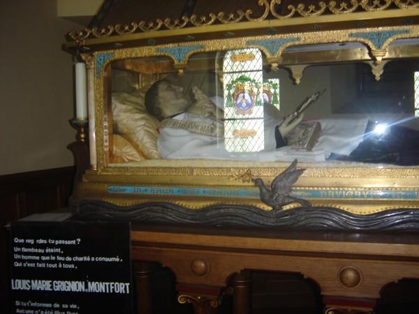 Los kuv coj nej mus xyuas tus Leej Ntshiab Saint Louis Grignion-Marie de Montfort  Dsc07518