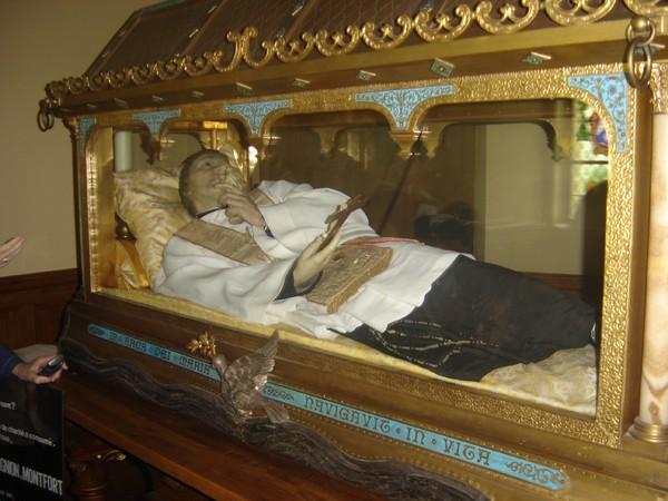 Los kuv coj nej mus xyuas tus Leej Ntshiab Saint Louis Grignion-Marie de Montfort  Dsc07519