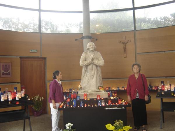 Saub Siab mus xyuas Saint Curé d'Ars  2010 Dsc07815