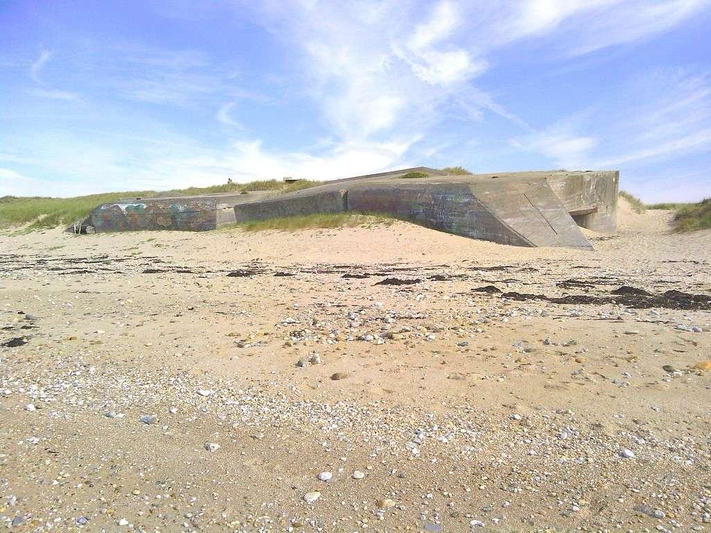 [ Histoires et histoire ] Fortifications et ouvrages du mur de l'Atlantique Ploupl11