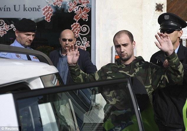 Ataque con pistola de Airsoft a presidente Checo Articl10