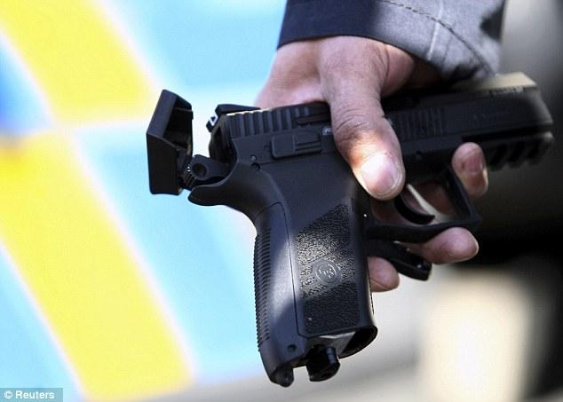 Ataque con pistola de Airsoft a presidente Checo Articl12