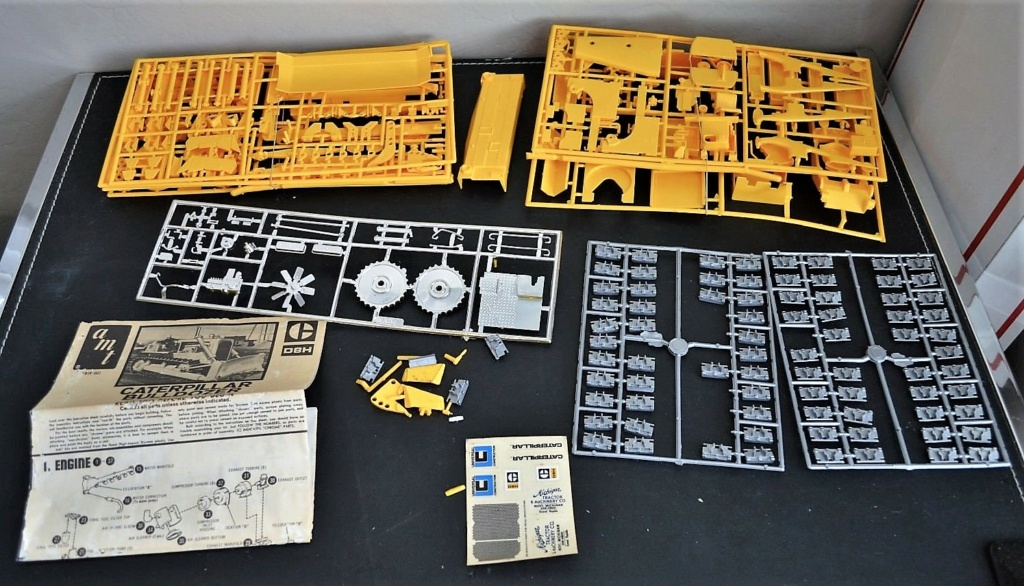 "BULLDOZER CATERPILLAR DH-8. AMT 1/25.""Lot de bord"" . - Page 2 Cat_ce10"