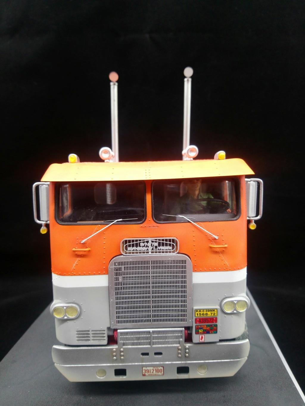 [AMT] 1/25 - White Freightliner SD Dsc_0521