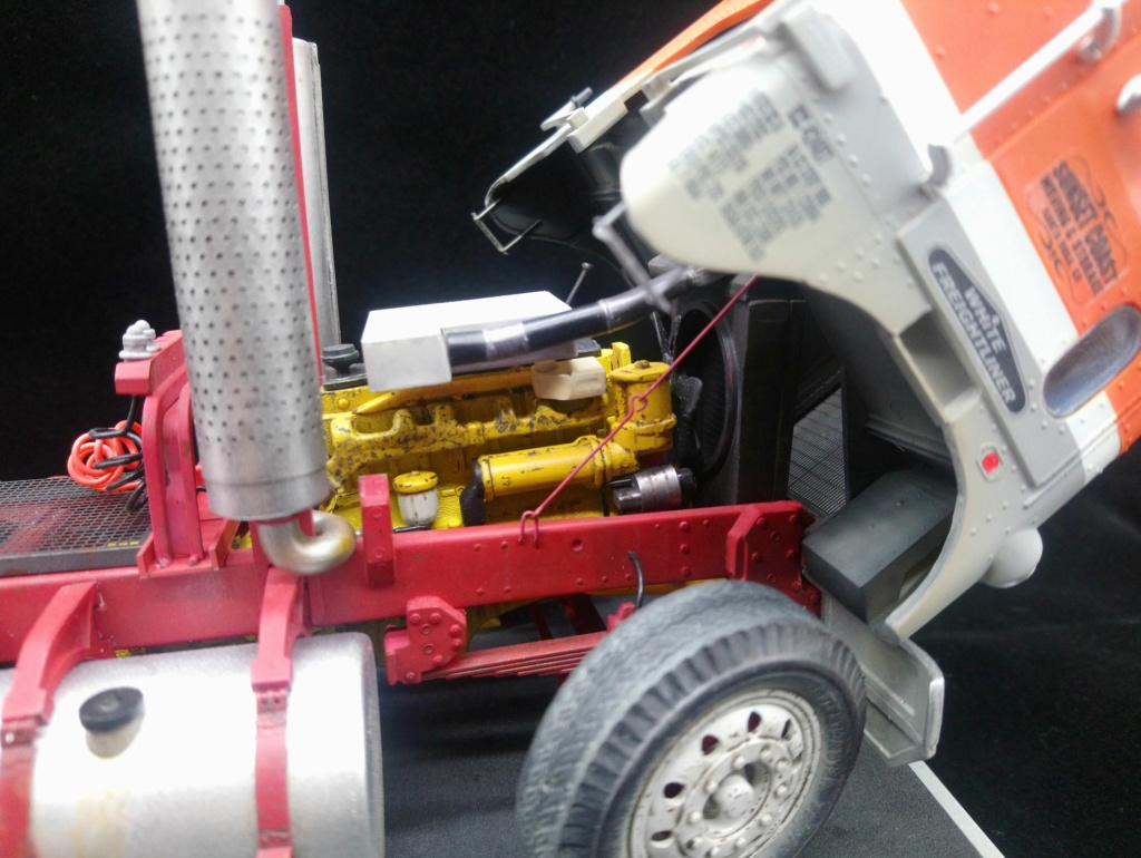 [AMT] 1/25 - White Freightliner SD Dsc_0523
