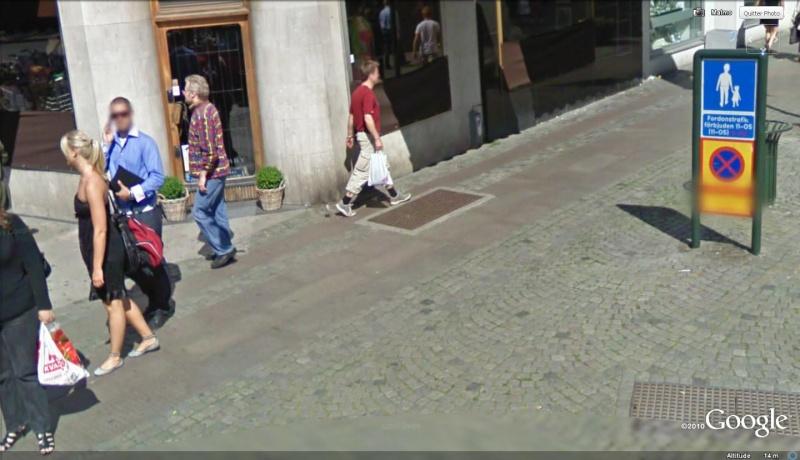 STREET VIEW : les gens en chaussettes noires ! - Page 12 Le_tro10