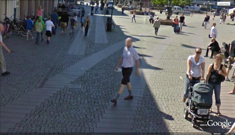 STREET VIEW : les gens en chaussettes noires ! - Page 12 Mamoa10