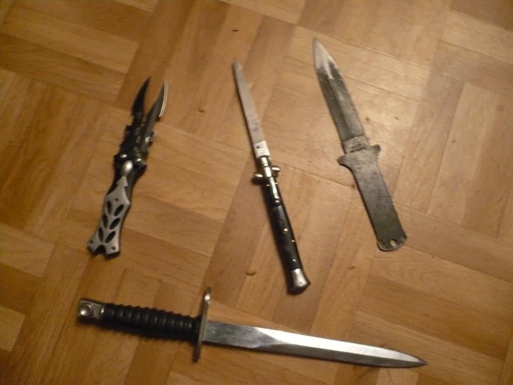 La Collection d'armes, couteaux, et autre de Smith87  P1020525