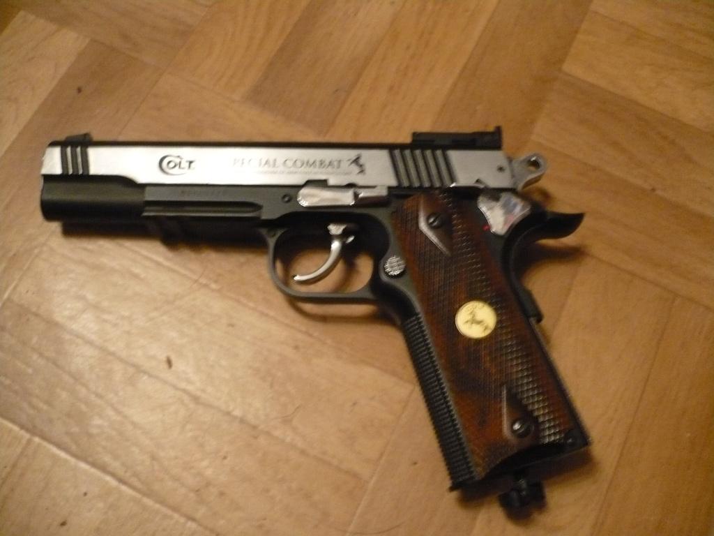 La Collection d'armes, couteaux, et autre de Smith87  P1020526