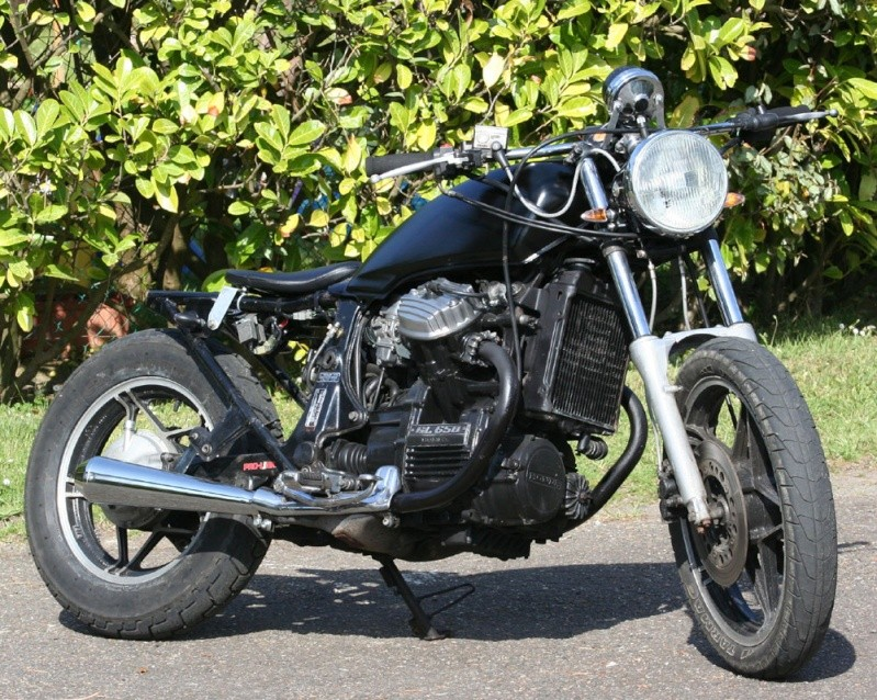 Projet GL 650 SilverWing Brat Racer - Page 3 Img_8410