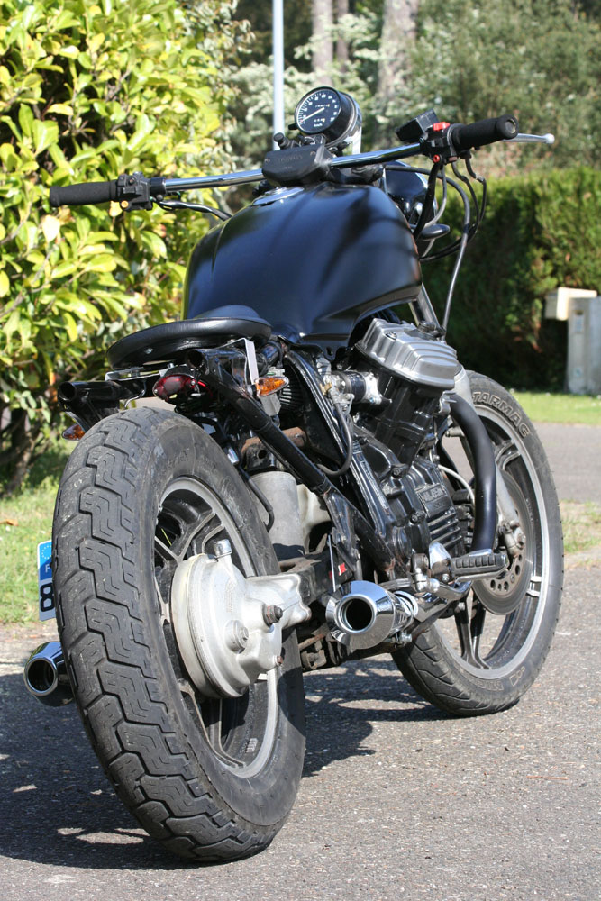 Projet GL 650 SilverWing Brat Racer - Page 3 Img_8412