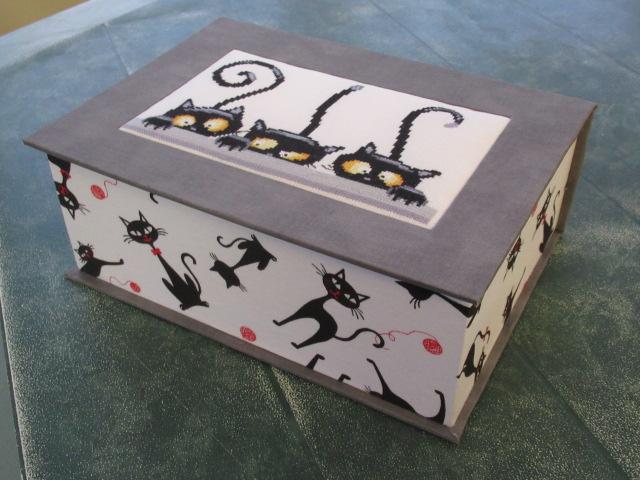les 3 chats ou les curieux :boites faites Img_4611