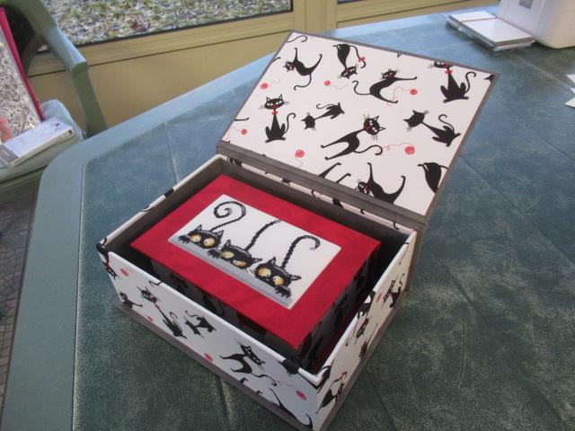 les 3 chats ou les curieux :boites faites Img_4612