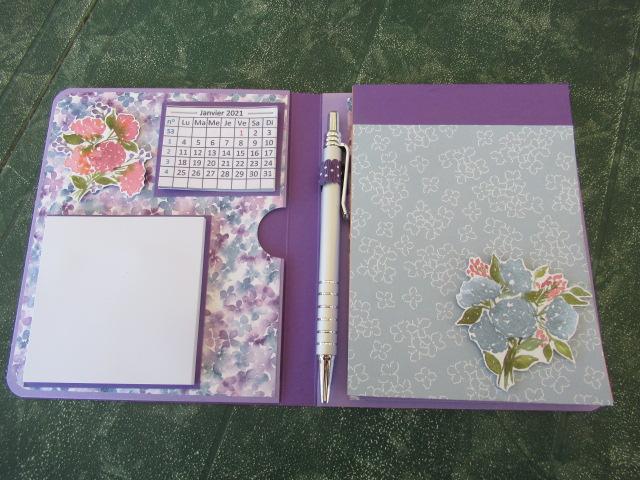 bloc notes calendrier post it et stylo  2 nouveaux Img_4815