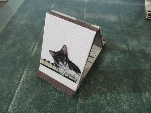 petit chat sur piano, lutrin terminé Img_7714