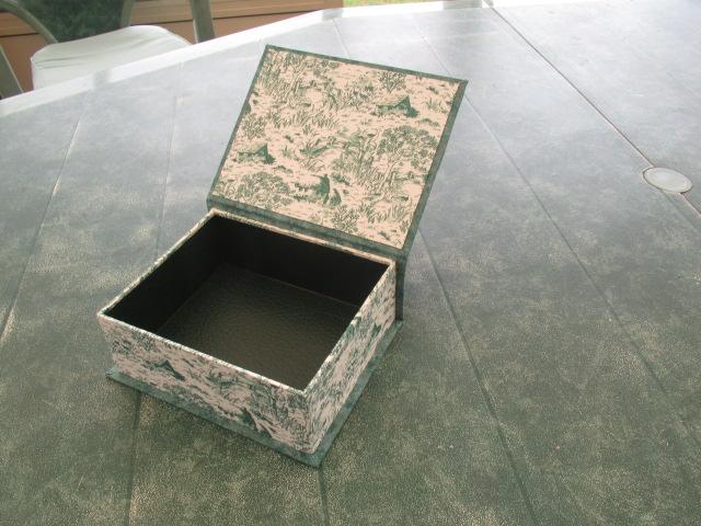 SAL toile de jouy  broderies terminées, tissus choisis, boites faites FIN  Img_9339