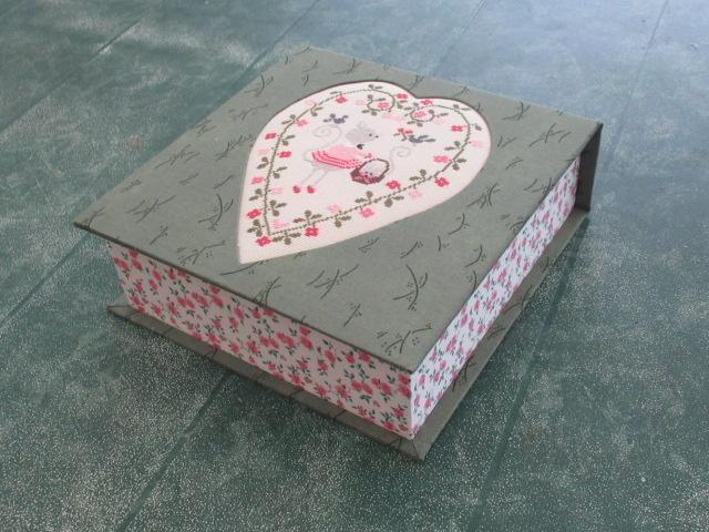 Nouvelle broderie Tralala - cœur de chat -  boite faite Img_9910