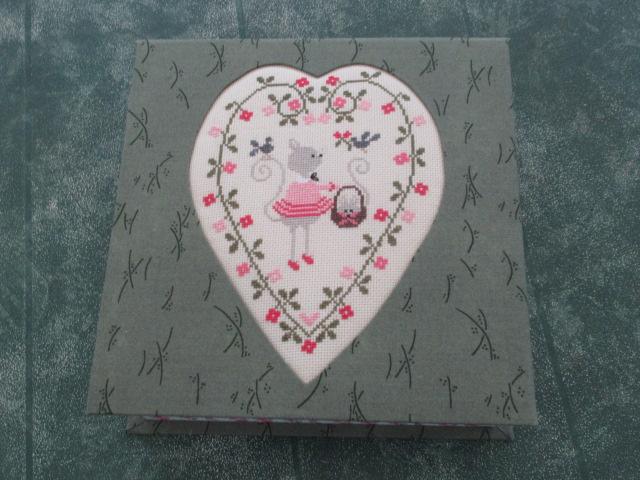 Nouvelle broderie Tralala - cœur de chat -  boite faite Img_9911