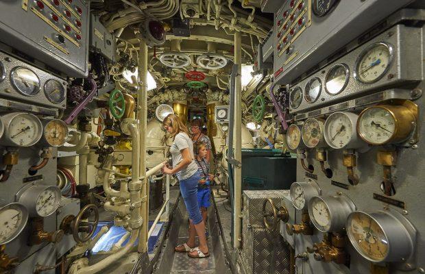 Sous-marin classe Daphné (scratch demi-coque 1/50°) par demicoque Y_zedd10