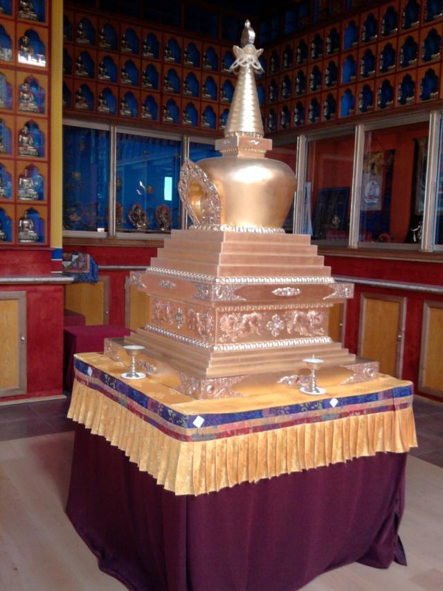 Le Très Vénérable Lama Guendune Rimpotché  Le_bos10