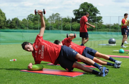 First training session ( Chamakh ) with Arsenal  Gun_1221