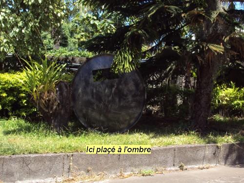 Bouclier avec une parabole . 610