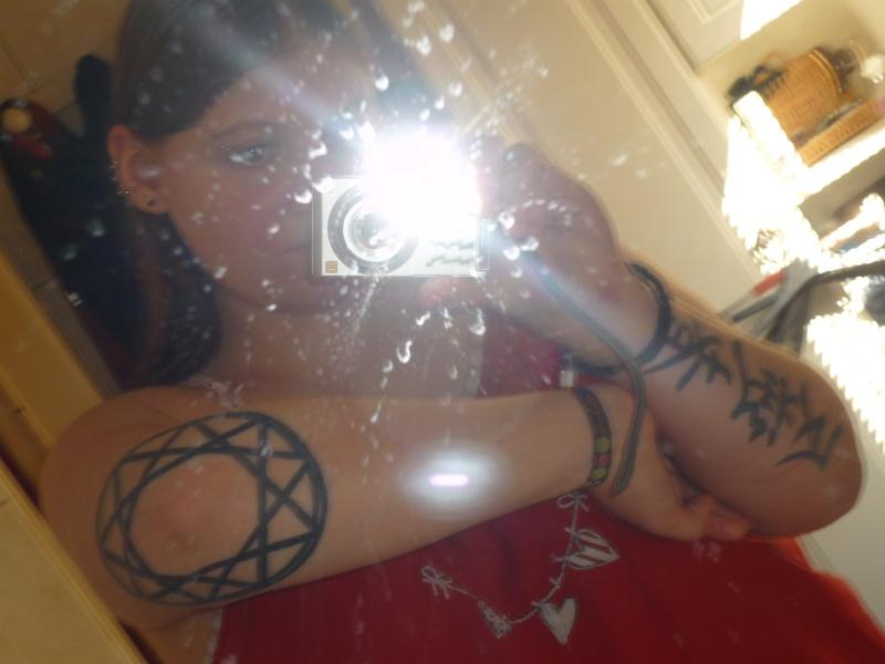Quelques photos de moi (tatoo et piercings) lol P1010610