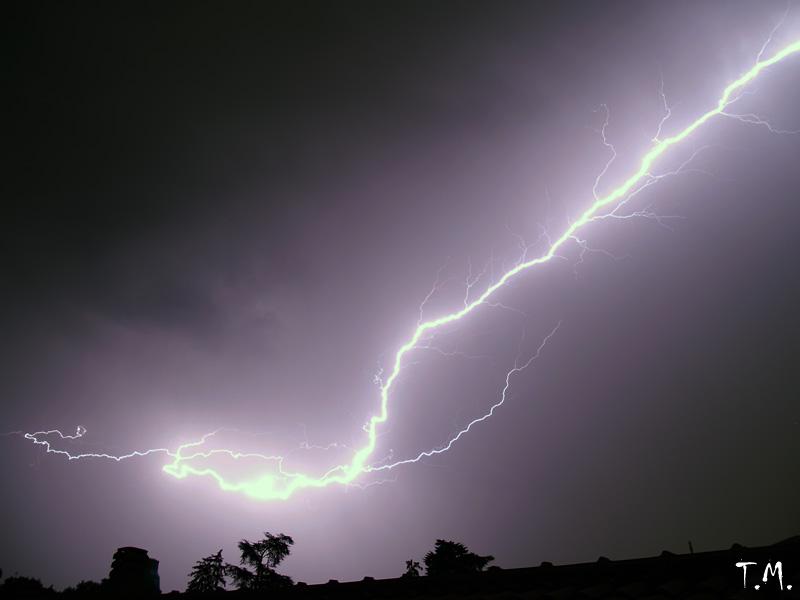Forse è O.T. , comunque, mie riprese di fenomeni elettrici nella bassa atmosfera. P7093210