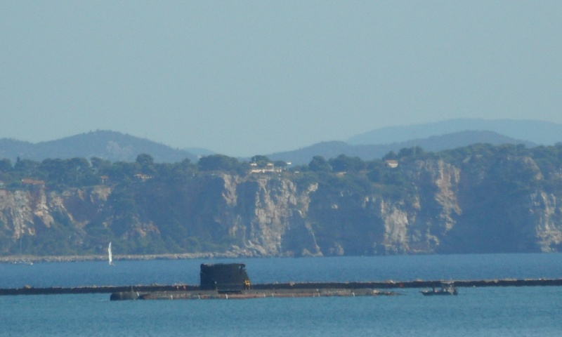 [LES PORTS MILITAIRES DE MÉTROPOLE] Mouvements de Bâtiments dans la rade de Toulon - Page 2 Sam_0012