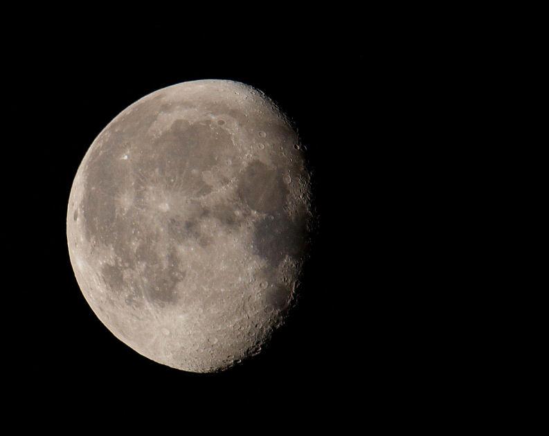 La lune au Havre à 8h00 Moon2310