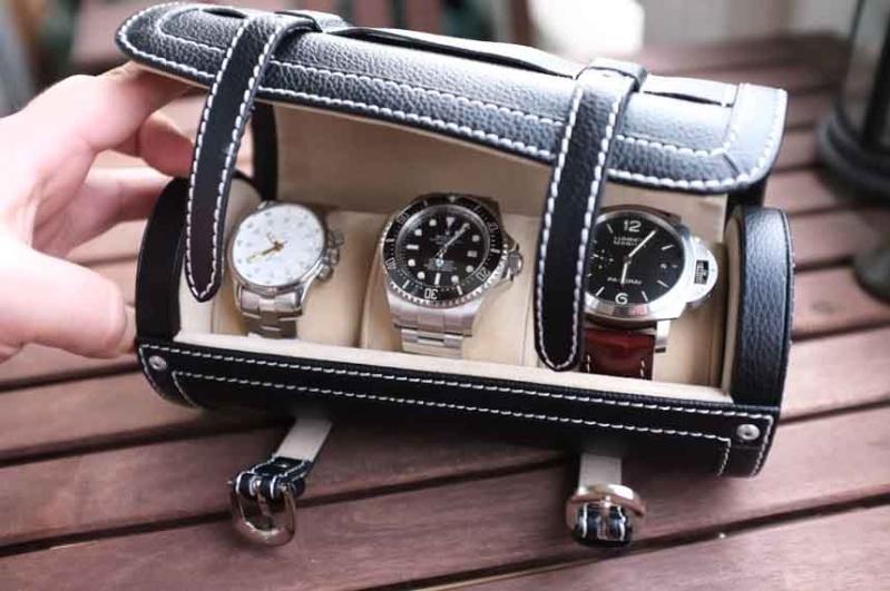 Un étui de transport en cuir pour 3 montres Dscf1012