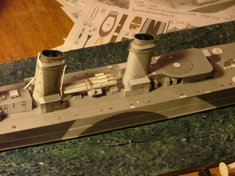 Contre-torpilleur Jaguar - 1/200 - Page 2 Dscf4111