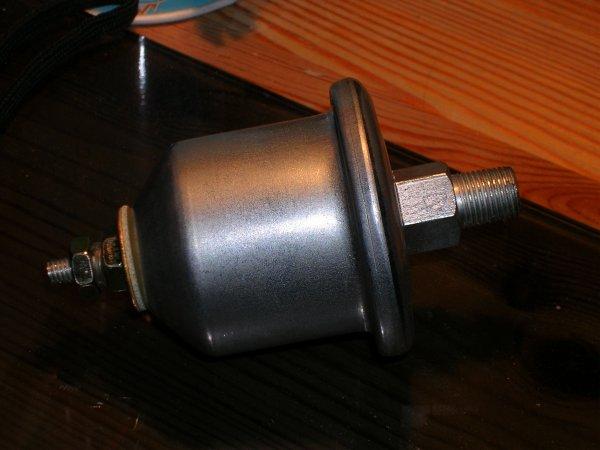 Quel sonde de pression d'huile pour CJ7 diesel ? Dscn4411